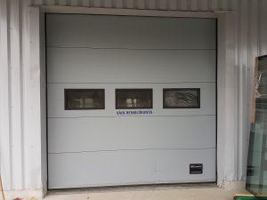 Sähkökäyttöinen nosto - ovi
