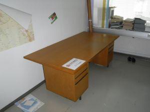 Toimistopöytä nro 37