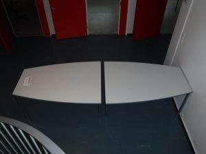 2 kpl pöytiä nro 202