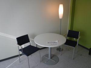 Pyöreä pöytä + 2 tuolia + jalkalamppu - nro 90.3