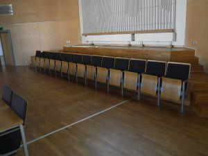 Valtuustosalin tuoleja, 15 istuimen ryhmä - nro 134