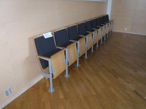 Valtuustosalin tuoleja, 10 istuimen ryhmä - nro 135