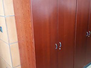 Myydään toimistokaapit (2) ja hyllykkö