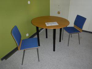 Soikea pöytä ja 2 tuolia - nro 75