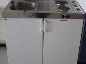 Hella-lavuaari-jääkaappi yhdistelmä
