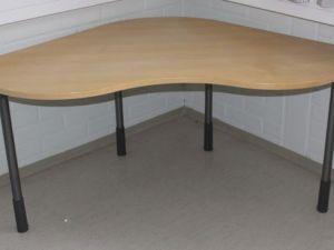 Kulmapöytä / toimistopöytä 1