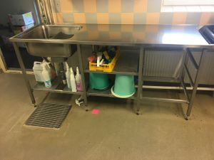 Keittiön työtaso. RST, altaalla