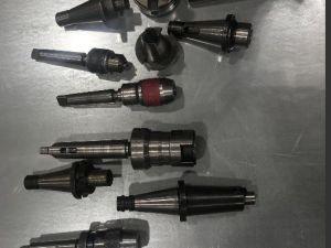 Työkaluja jyrsinkoneelle ja poralle (VIP24)