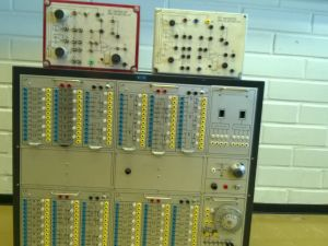 Elektroniikan opetusvälineistöjä