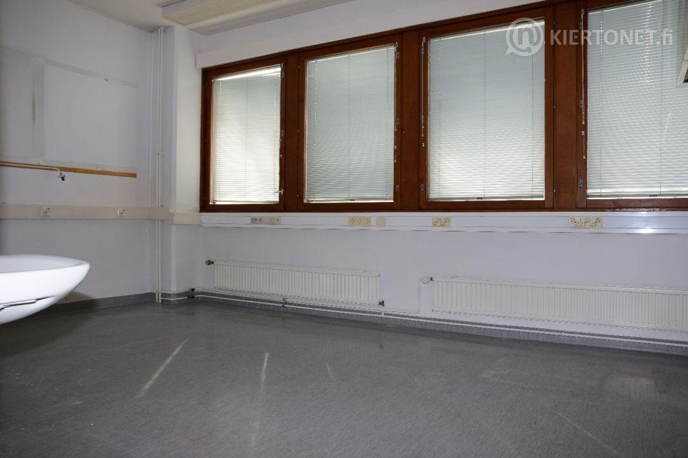 Liikehuoneisto 96 m2 + autohallipaikka, Kiint. Oy Ukkoherrantie 15, Rovaniemi