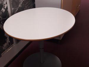 Ovaali pöytä 85cmx72cm