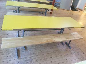 Ruokalan keltainen pöytä + penkit 4kpl