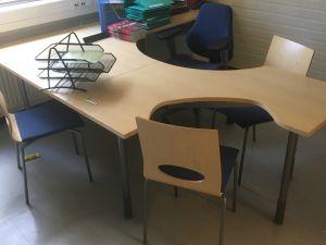 Toimiston pöytä, tuoleja ym. C02