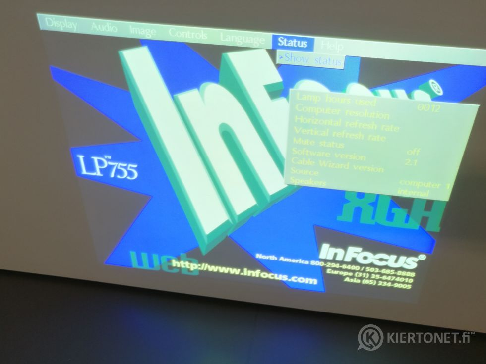 InFocus LP755 + Mitsubishi VLP-X400 projektorit