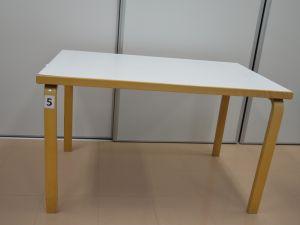 Artek pöytä nro 5