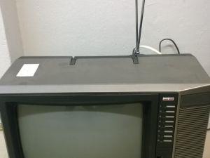 "Hitachi 14"" matkatelevisio ja digiboksi"