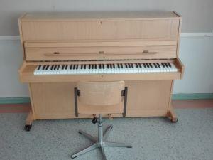 Hellas piano + tuoli