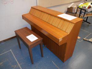 Piano ja penkki