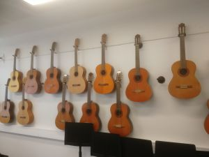 Akustinen kitara 1 kpl (nro 10)