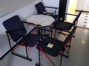 Pöytä ja tuolit