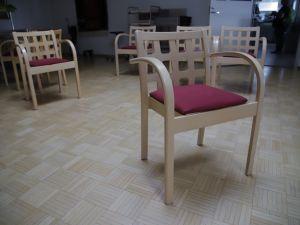 Tuoleja 46 kpl
