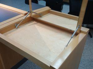 Parturikampaamon pulpetti avattavalla peilikannella