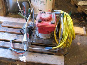 Polttomoottoritoiminen hydraulipumppu, hydraulileikkuri ja letku