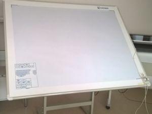 Digitointipöytä ääriviivatietojen siirtämiseksi tietokoneelle