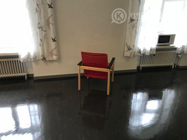 Tuoleja 8 kpl