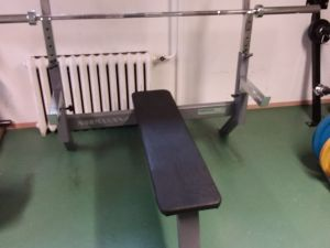 Kuntosalilaite Press bench