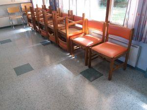 Tuoleja 19 kpl