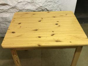 Pöydät 2 kpl
