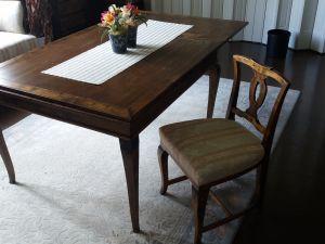 Pöytä ja 6kpl tuoleja