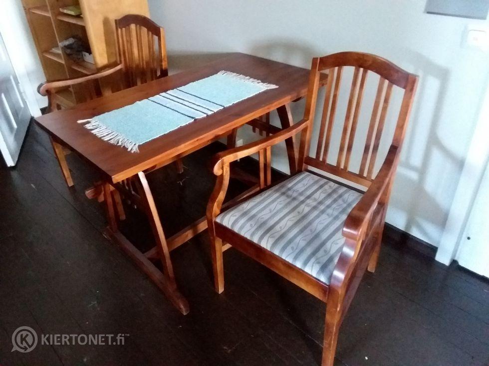 Pöytä ja 2kpl tuolia