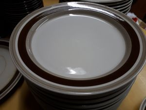 Arabian Pirtti matalia ruokalautasia 1 kpl (26cm) ja 1 kpl (20cm)