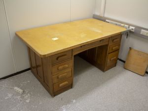 Vanha pöytä