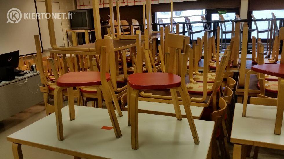 Artek pieni pöytä + 4 tuolia (16)