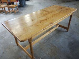 Mäntypöytä