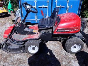 Ajettava ruohonleikkuri Jonsered FRM 13 Automatic