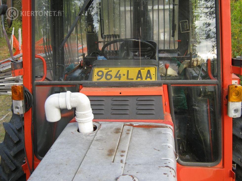 Traktori Belarus Progress 825, metsävarustuksella