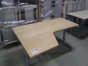 Myydään kaksi samanlaista sähköpöytää