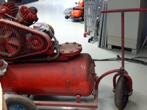 Pyörillä oleva paineilmakompressori