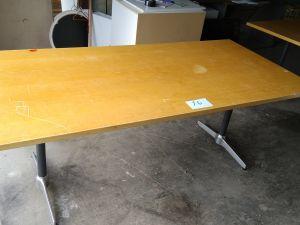 Isoja pöytiä 2 kpl