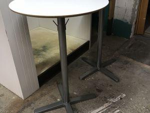 Korkeat pöydät 2 kpl