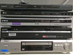 Viisi DVD-soitinta