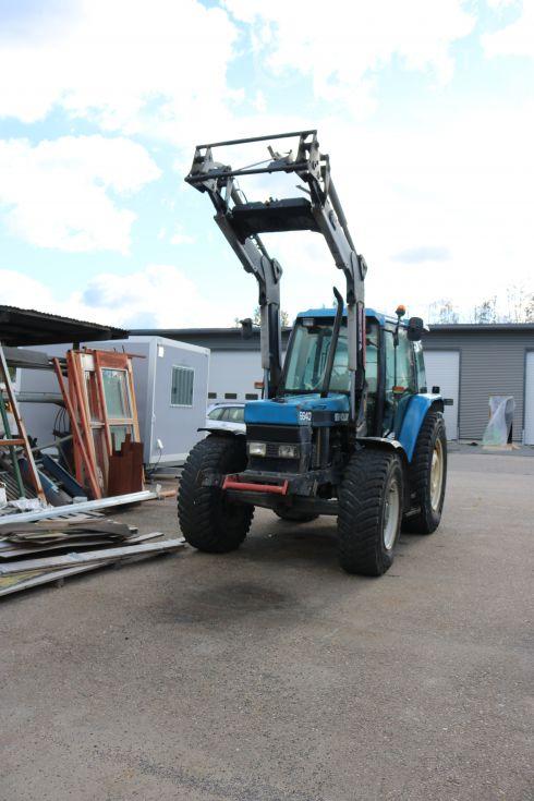 New Holland 6640 traktori etukuormaajalla