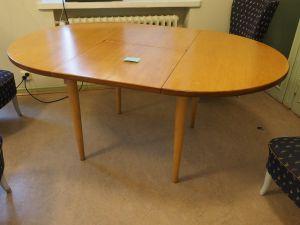 Pöytä, ovaali, 2 kpl (1)