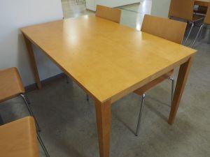 Pöytä, puu, 4:lle, 16 kpl (2)
