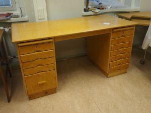 Kirjoituspöytä, 1 kpl (1)