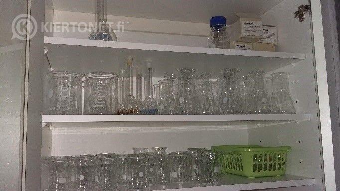 Laboratorion lasitavaraa